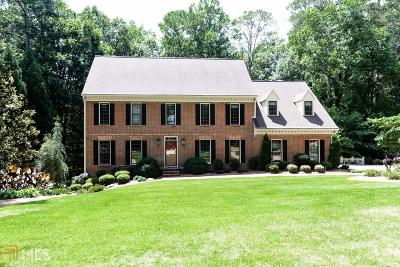 Fulton County Single Family Home For Sale: 1609 Lazy River Ln