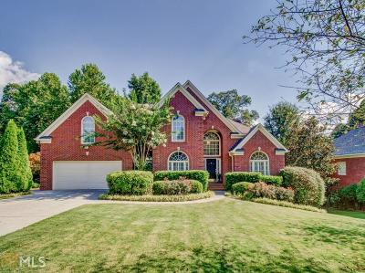 Suwanee Single Family Home For Sale: 6820 Sterling Dr