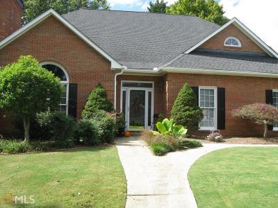 Alpharetta Single Family Home For Sale: 1045 Malbrough Dr