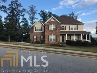 Fayetteville Single Family Home For Sale: 268 Otter Cir
