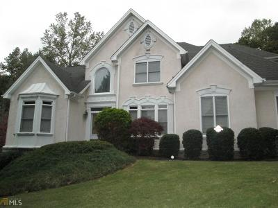 Atlanta Single Family Home For Sale: 995 Forest Overlook Dr
