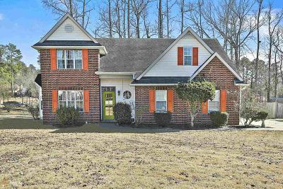 Peachtree City Single Family Home For Sale: 303 Calgary Dr