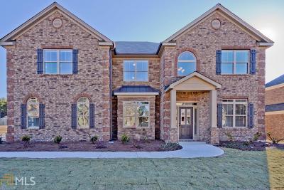 Fayetteville Single Family Home For Sale: 215 Elysian Dr