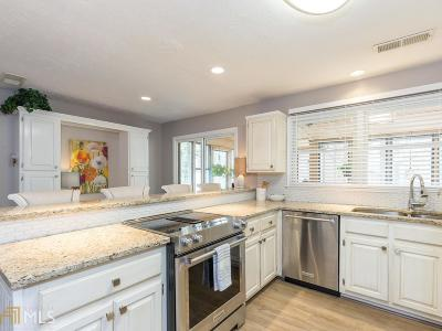 Fulton County Single Family Home For Sale: 105 Sweetwood Way