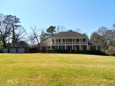 Single Family Home Sold: 715 Camellia Dr