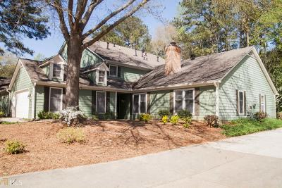 Roswell Condo/Townhouse For Sale: 122 Great Oaks Ln