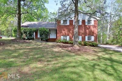 Snellville Single Family Home For Sale: 2219 Scenic Dr