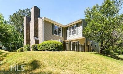 Marietta, Smyrna Condo/Townhouse For Sale: 563 Picketts Bend Ct