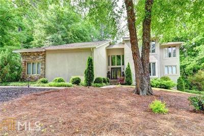 Roswell Single Family Home For Sale: 570 Huntwick Pl