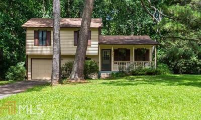 Lilburn Single Family Home For Sale: 241 Remington Dr