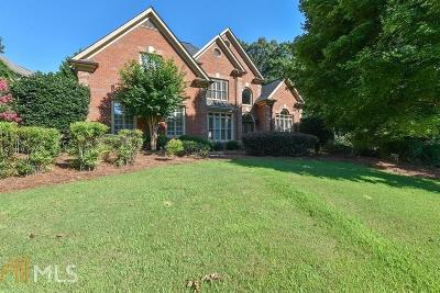 Alpharetta Single Family Home For Sale: 560 Meadows Creek Dr