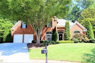 Alpharetta Single Family Home For Sale: 445 Park Creek Dr