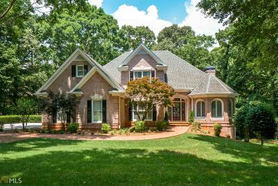 Johns Creek Single Family Home For Sale: 10635 N Edgewater Pl