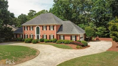Roswell Single Family Home For Sale: 1055 Finnsbury Dr