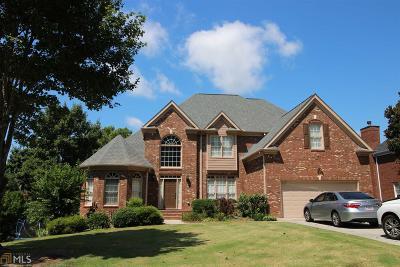Suwanee Single Family Home For Sale: 3652 Lake Edge