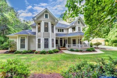 Suwanee Single Family Home For Sale: 5005 Meadowbrook Cir