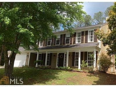 Roswell Single Family Home For Sale: 215 Cranberry Way