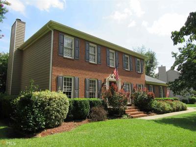 Snellville Single Family Home Under Contract: 2432 Meadowglen Trl