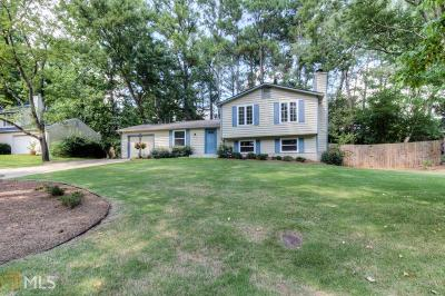 Roswell Single Family Home For Sale: 850 Waterbrook Ct