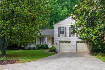Roswell Single Family Home For Sale: 230 Barrington Dr E