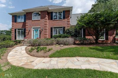 Roswell Single Family Home For Sale: 385 Saddlebrook Dr