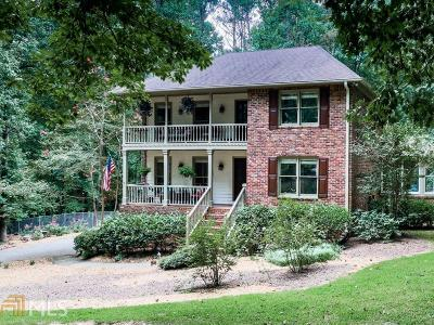 Roswell Single Family Home For Sale: 390 Waverly Hall Cir
