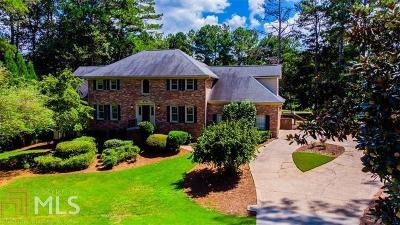 Roswell Single Family Home For Sale: 2560 Roxburgh Dr