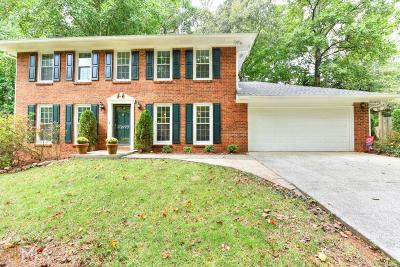 Roswell Single Family Home For Sale: 9770 Lake Forest Way