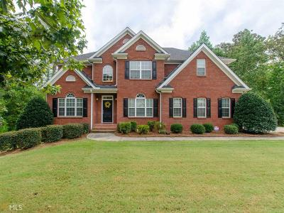 Fayetteville Single Family Home For Sale: 215 Edgewater Trl