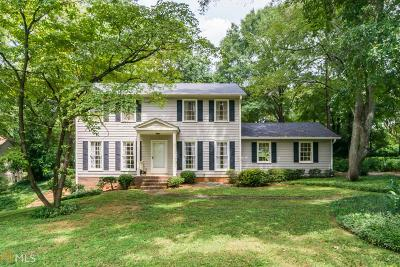 Roswell Single Family Home Under Contract: 410 Stonebridge Dr