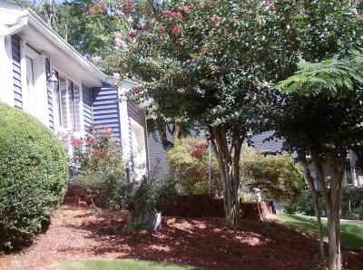 Roswell Single Family Home For Sale: 700 Singing Hills Ct