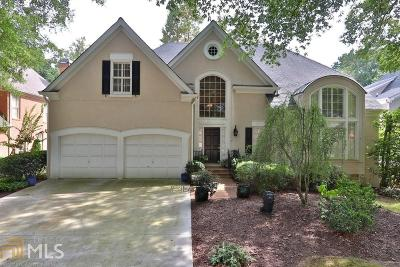 Single Family Home For Sale: 215 Woodchase Close