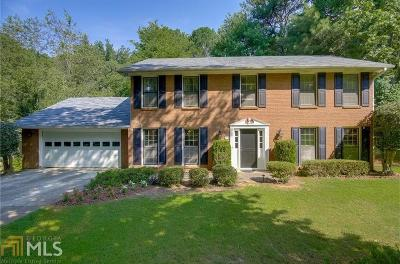 Roswell Single Family Home For Sale: 650 Lake Forest Ct