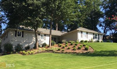 Roswell Single Family Home For Sale: 305 Fallen Leaf Ln