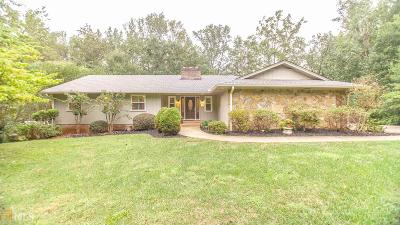 Roswell Single Family Home For Sale: 685 Hunterhill Way