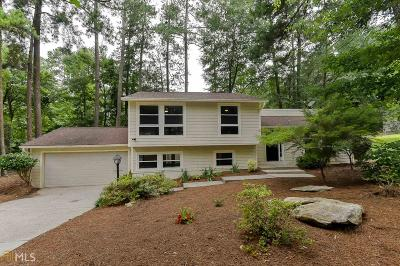 Roswell Single Family Home For Sale: 730 Lakestone Ct