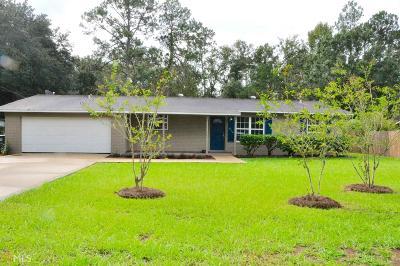 Kingsland Single Family Home New: 819 Pinewood Ave