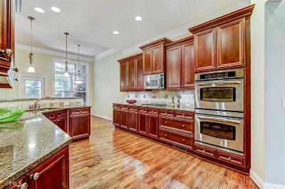 Atlanta Condo/Townhouse Under Contract: 3045 Woodwalk Dr #18