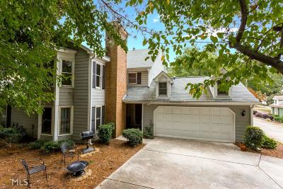 Roswell Condo/Townhouse For Sale: 121 Great Oaks Ln