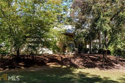 Roswell Single Family Home For Sale: 5021 Carriage Lakes Dr