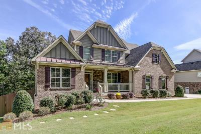 Roswell Single Family Home For Sale: 145 Pineridge Way