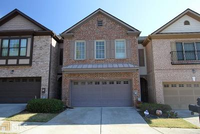 Norcross Condo/Townhouse Under Contract: 5882 Oakbrook Lake Ct