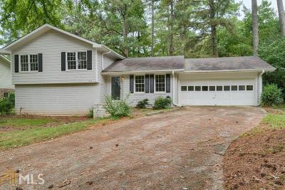 Roswell Single Family Home Under Contract: 235 Windflower Trce