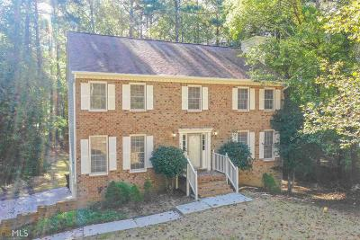Fayetteville Single Family Home For Sale: 105 Huddleston