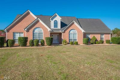 Fayetteville Single Family Home For Sale: 140 Deep River Rd