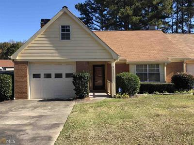 Fayetteville Condo/Townhouse Under Contract: 390 Jeff Davis Pl