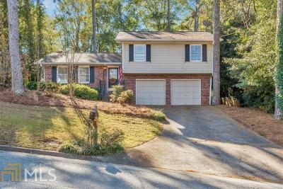 Roswell Single Family Home For Sale: 100 Thompson Pl