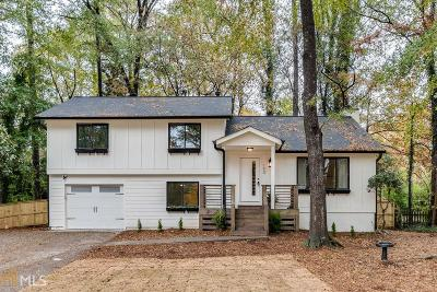 Roswell Single Family Home For Sale: 190 Moonshadow Crt