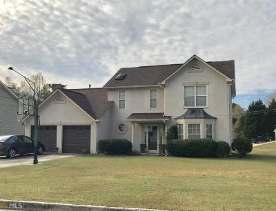 College Park Single Family Home Under Contract: 375 Emerald Green Ct