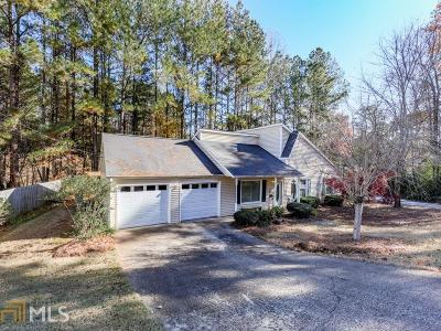 Woodstock Single Family Home Under Contract: 154 Riverchase Dr